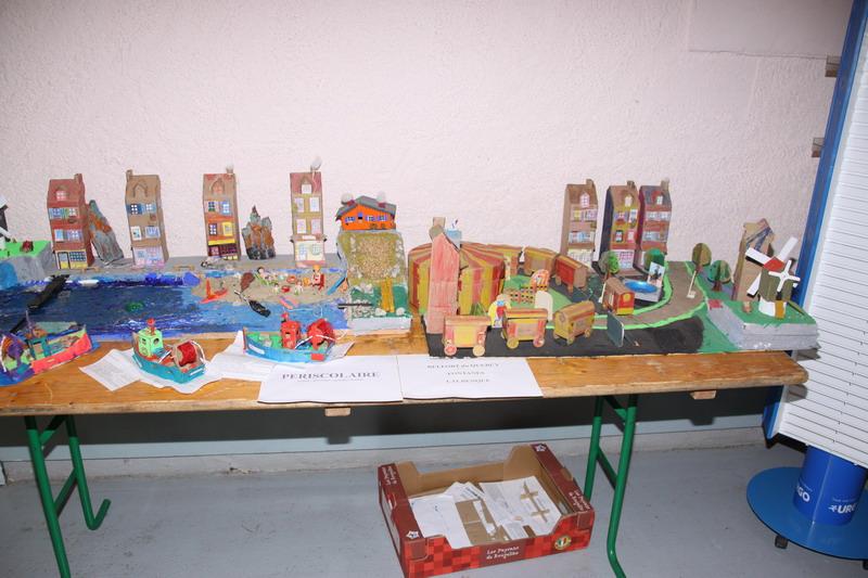 Le cirque dans la ville, imaginé et créé par les petits de l'ALP de Lalbenque